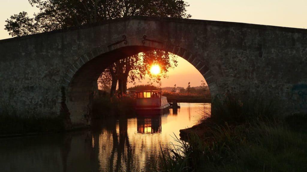 Camping bord de canal