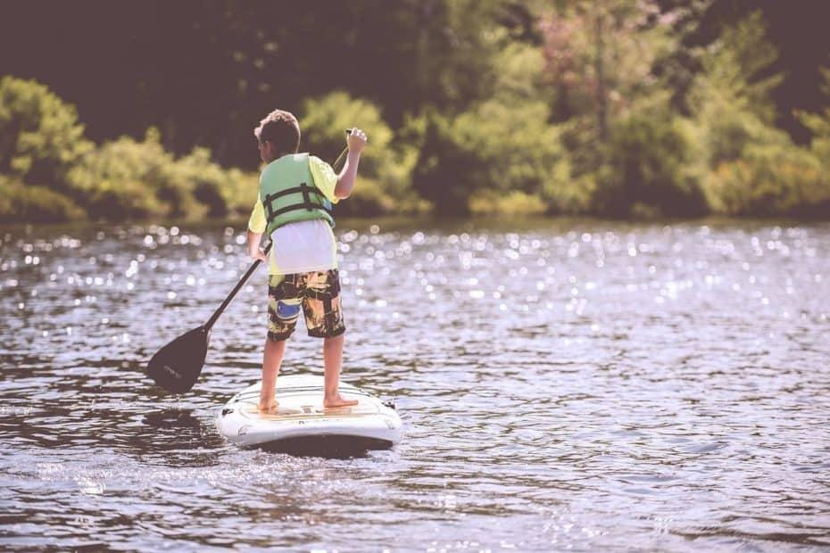 enfant lac base de loisirs